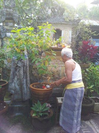 Taman Ayu Homestay : 오늘은 가족 종교행사의 날
