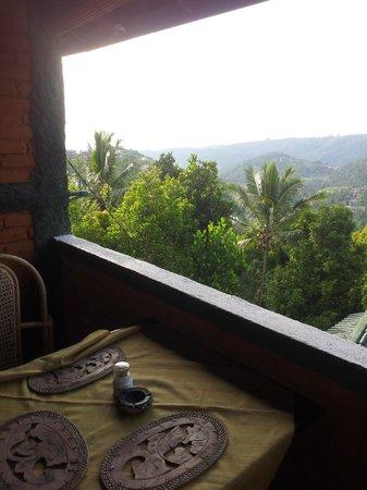 Taman Ayu Homestay : 숙소 식당에서