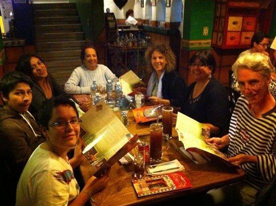 El Mexico de Frida : Con familia y amigos disfrutando.