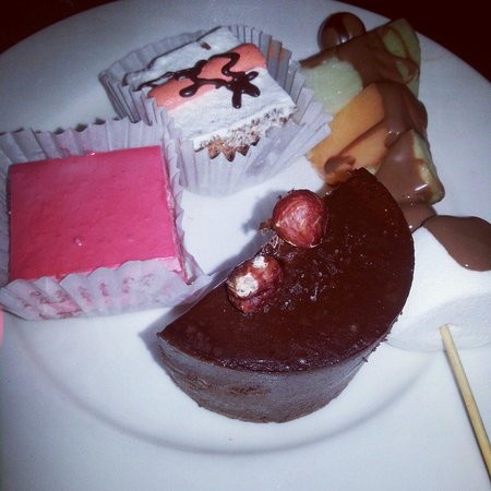Tokyo House Grill and sushi buffet: Dessert plate