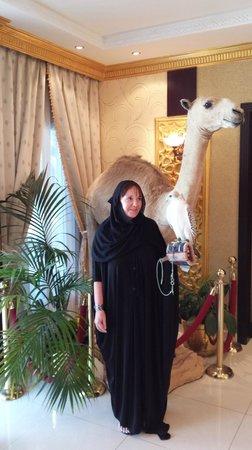 Abu Dhabi Falcon Hospital: eyeball to eyeball