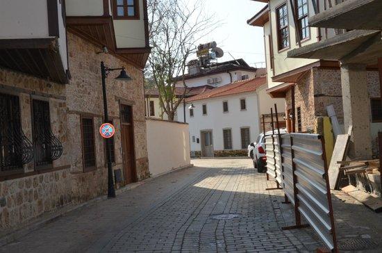 La Paloma Pansion: Outside street