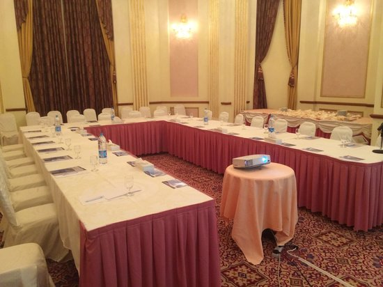 Madina Oberoi: Very good meeting room