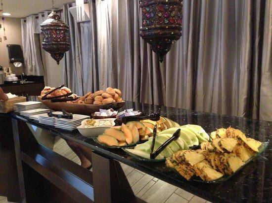 Vive Hotel Waikiki : Continental breakfast