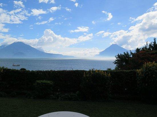 Hotel Posada de Don Rodrigo Panajachel: View from shared patio