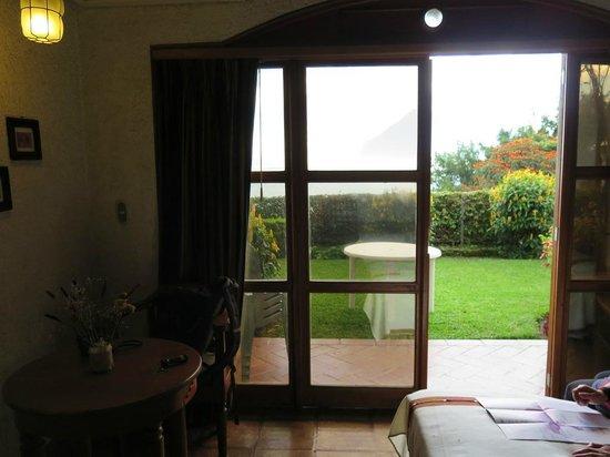 Hotel Posada de Don Rodrigo Panajachel: Patio door