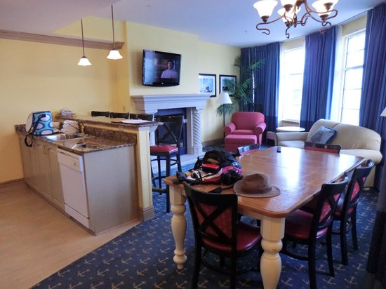 Blue Harbor Resort: #325 Captain Suite