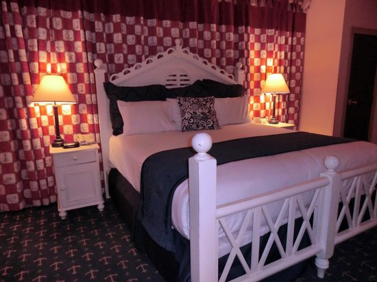 Blue Harbor Resort: #325 Captain Suite