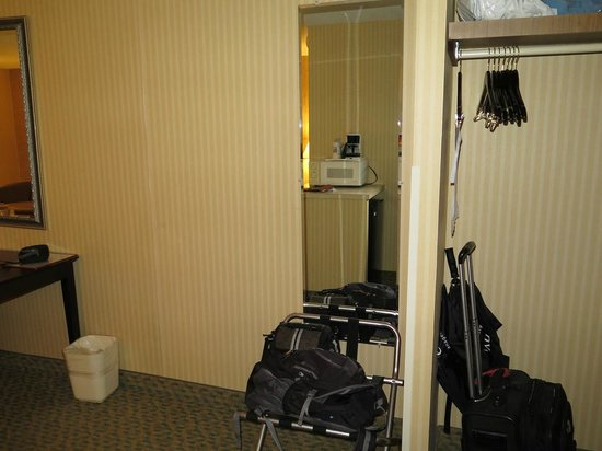 Quality Inn: View of closet and full length mirror