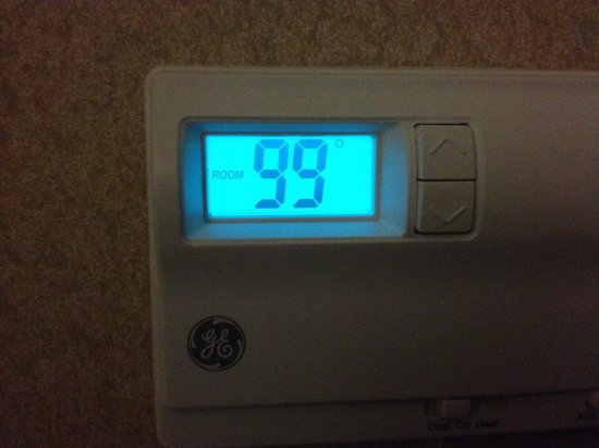 Holiday Inn Resort Lake George: View of thermostat reading 99°F. Had to call maintenance.