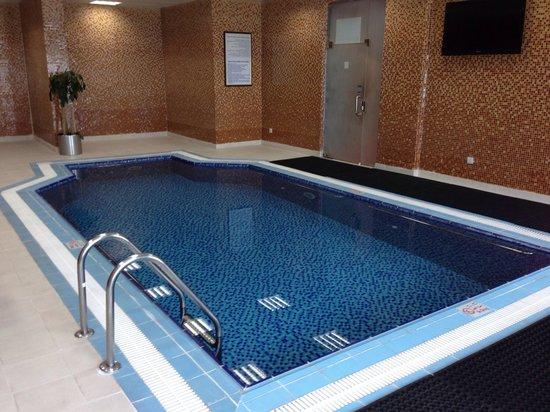 Golden Tulip Al Jubail : Swimming pool.