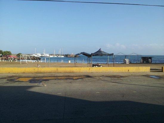 Hotel Restaurant Catimar: пляж ранним утром