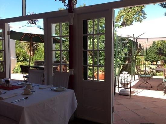 Le Manoir de Brendel Estate: Breakfast on the terrace