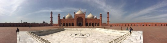 Badshahi Mosque: A panoramic view of the mosque