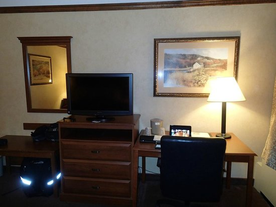 Comfort Inn Trolley Square: View of TV and desk area