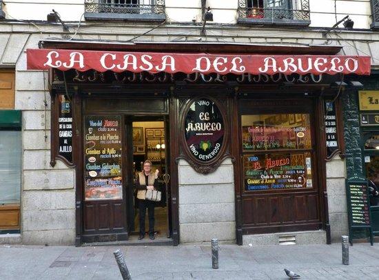 La Casa Del Abuelo: Straßenansicht