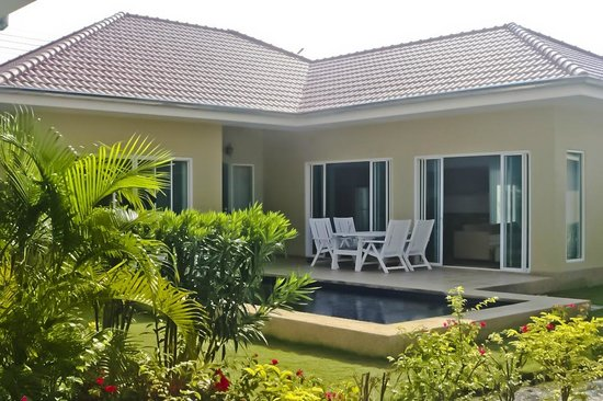 3 Bedroom Pool Villa Master Bedroom - Picture of Garden Hills Villa ...