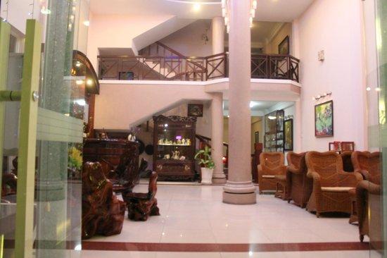 Violet Hotel: отель Violet. вид с улицы