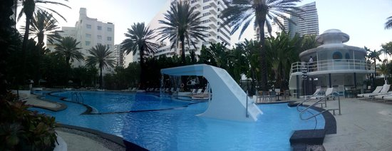 The Raleigh Miami Beach: Iconic pool at the Raleigh