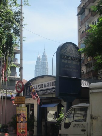 StarPoints Hotel Kuala Lumpur: View of the Petronas from Little India