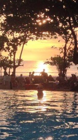 Grand Inna Kuta : beach front sunset