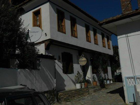 Kirkinca Hotel: Vista a un lado del Hotel