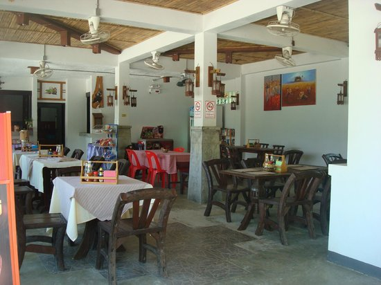 Noppharat Resort : Small restaurant open all day
