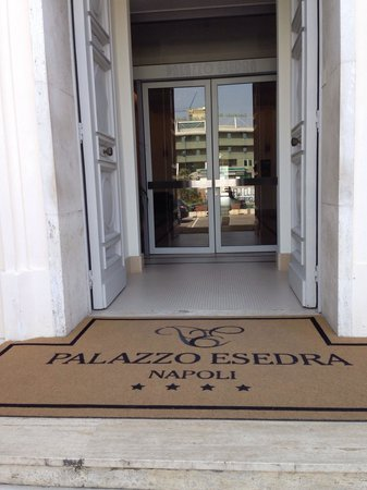 Hotel Palazzo Esedra: Entrata hotel