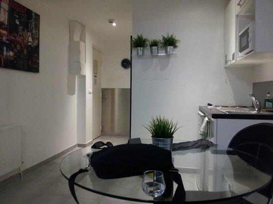 Le Patricia: coté kitchenette, salle de bain-wc