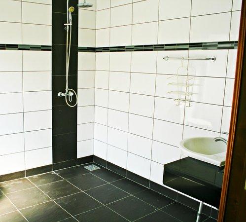 Garden Hills Villa Resort : 2 bedroom Villa Jacuzzi  Disable Friendly