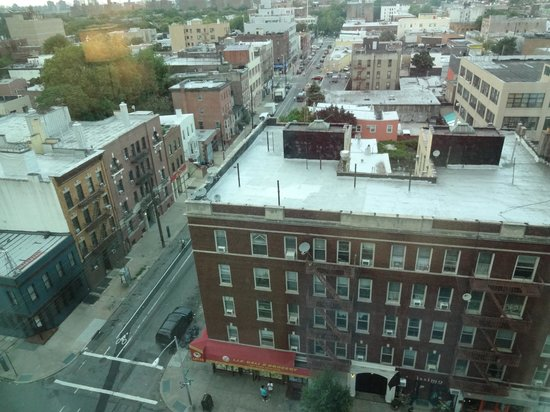 Holiday Inn L.I. City - Manhattan View: Surrounding Area