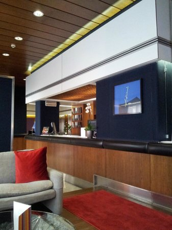 Hotel Mediolanum Milan: Recepción