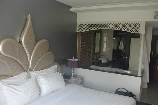 Chillax Resort: Medium room - excellent value.