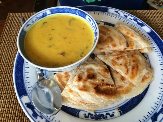 Seven Terraces: Roti Prata with lentil curry for breakfast