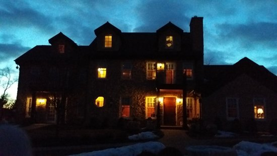 Copperstone Inn: Copperstone at night