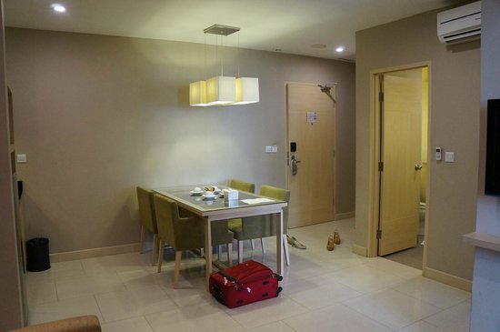 Grand Whiz Kelapa Gading : junior suite