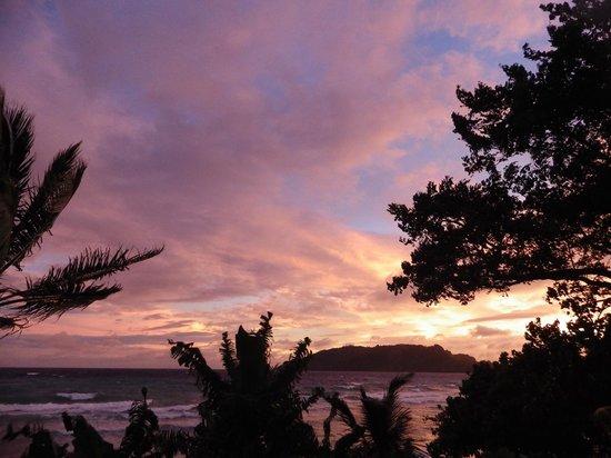 Naqalia Lodge: Sunset over the bungalows