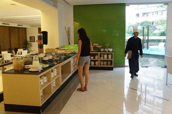 Grand Whiz Hotel Kelapa Gading: breakfast