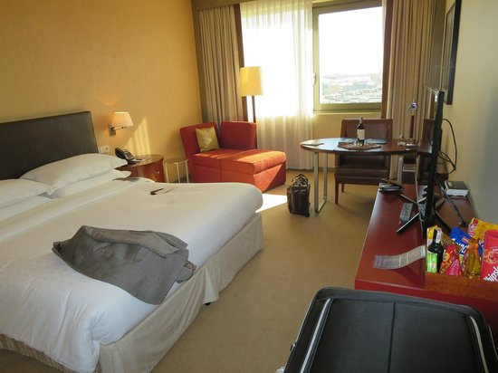 Sheraton Poznan Hotel: Club Level Room