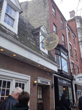 Mac's Tavern: Exterior.