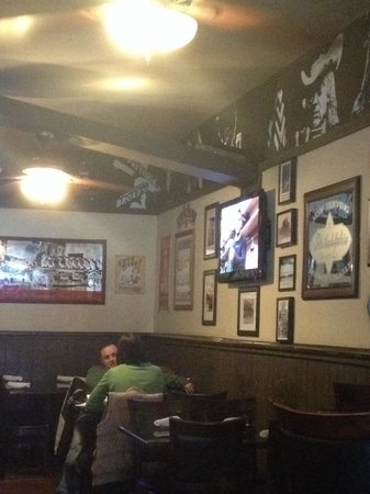 Mac's Tavern: Inside.