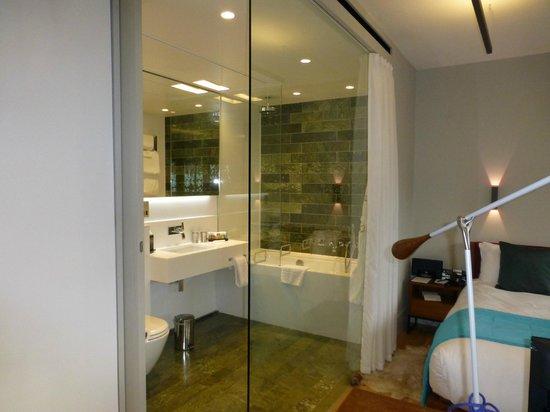 Town Hall Hotel: Bathroom