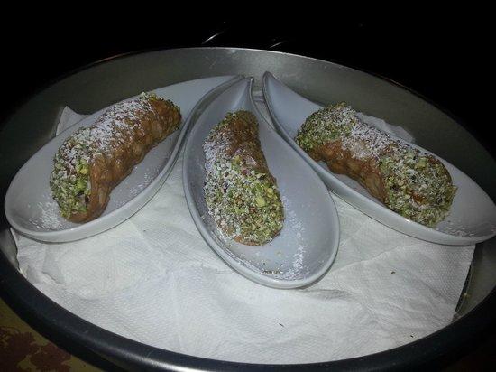 La Tana dell'Orco: Cannoli al pistacchio freschi
