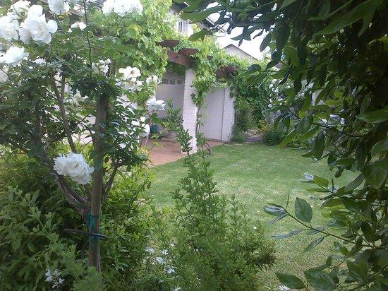 Firmount Guest Suites: Garden