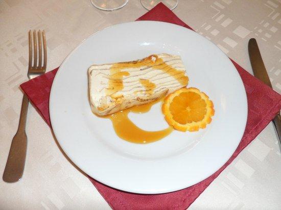 Le Champ Clos: gâteau de crêpe (recette crée par le chef) délicieux!!!