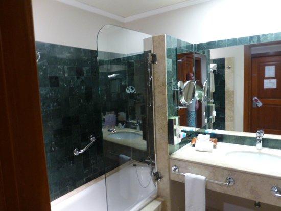 Grand Palladium Colonial Resort & Spa: Kentenah room 4415 bathroom