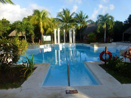 Grand Palladium Colonial Resort & Spa: Poolnear Kentenah room 4415