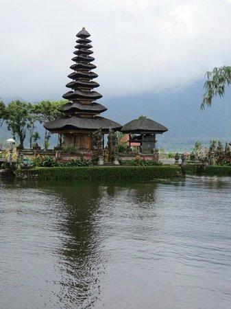 Bali Island Adventure Tours : Bedugul Temple