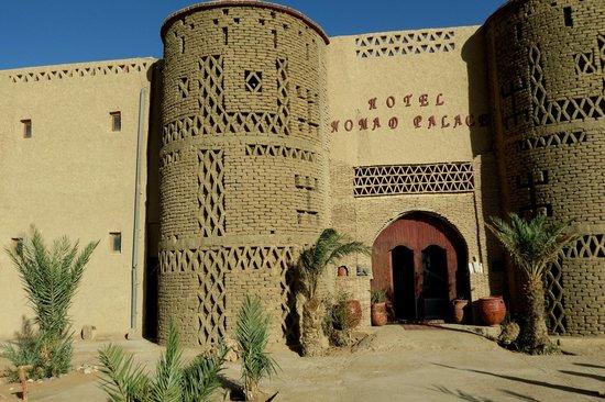Hotel Nomad Palace: Fachada principal.