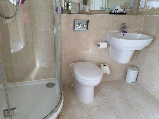 Macdonald Swan Hotel: Bathroom
